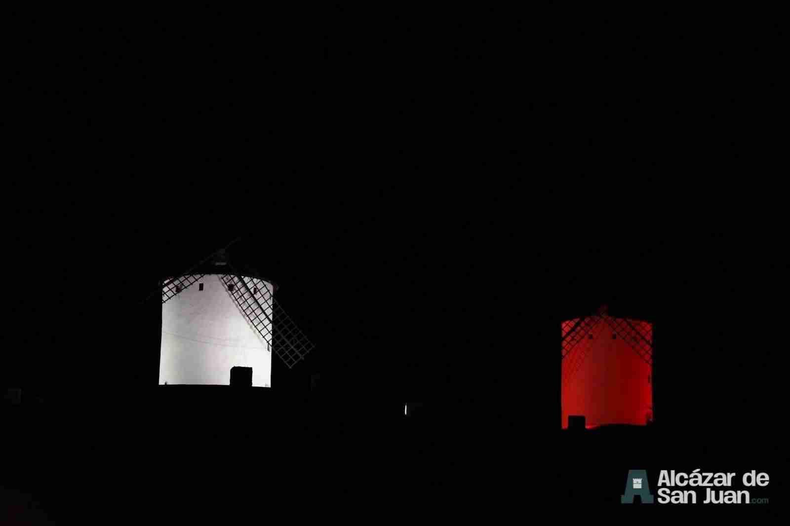iluminacion artistica moninos viento alcazar san juan 3 - Todos los molinos de viento de Castilla-La Mancha con iluminación artística como reclamo artístico