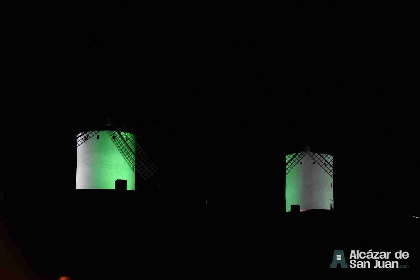 iluminacion artistica moninos viento alcazar san juan 4 - Todos los molinos de viento de Castilla-La Mancha con iluminación artística como reclamo artístico
