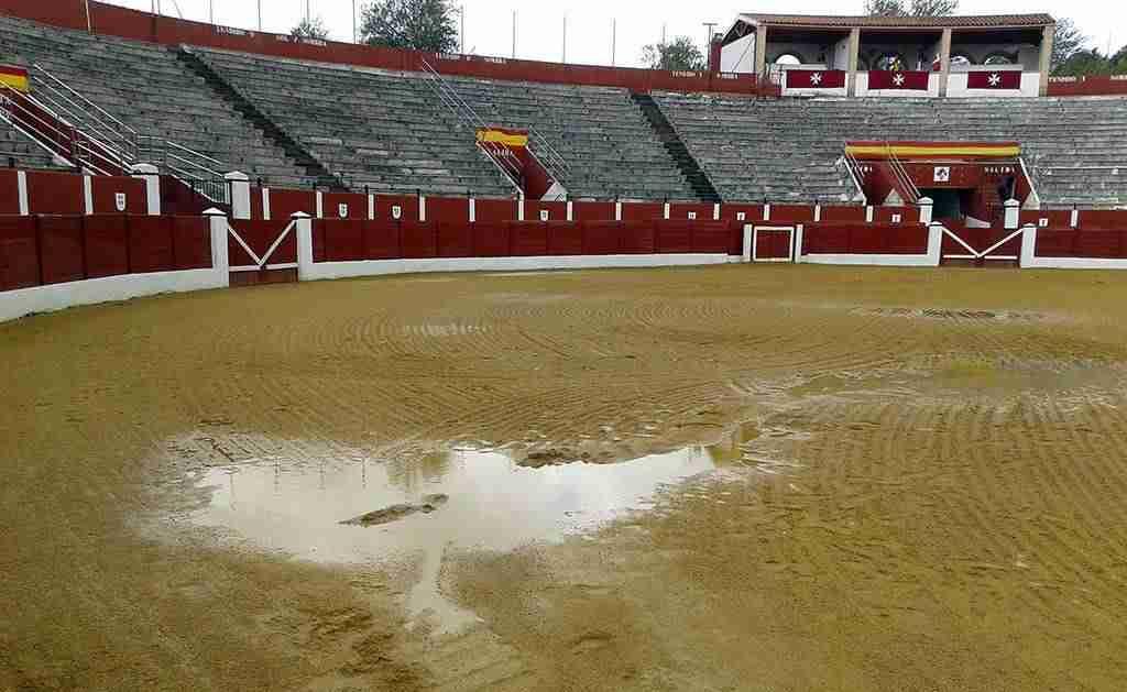 plaza toros alcazar con agua - Finalmente el tiempo impide la corrida de toros