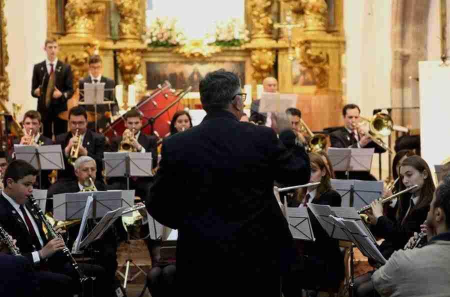 banda musica alcazar en mayos 2017 foto 1 - La Asociación Banda de Música de Alcázar de San Juan pregonó Los Mayos 2017