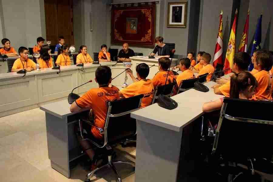 colegiosantaclara futbo3l - Los alevines de fútbol sala y baloncesto del colegio Santa Clara reciben un reconocimiento a su labor deportiva