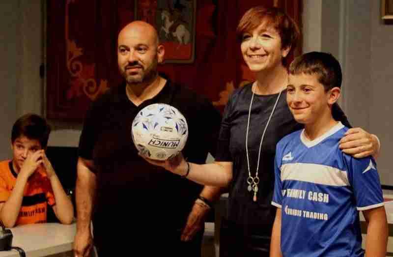 colegiosantaclara futbol - Los alevines de fútbol sala y baloncesto del colegio Santa Clara reciben un reconocimiento a su labor deportiva
