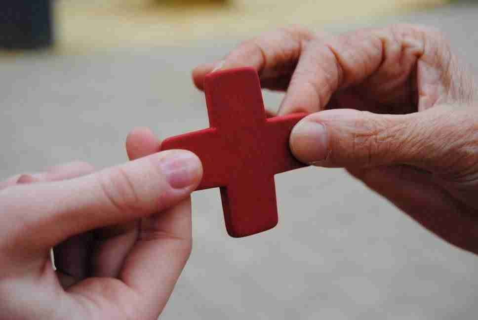 cruz roja portada facebook - Cruz Roja Alcázar de San Juan se alía con el mundo deportivo para presentar el Sorteo del Oro 2017