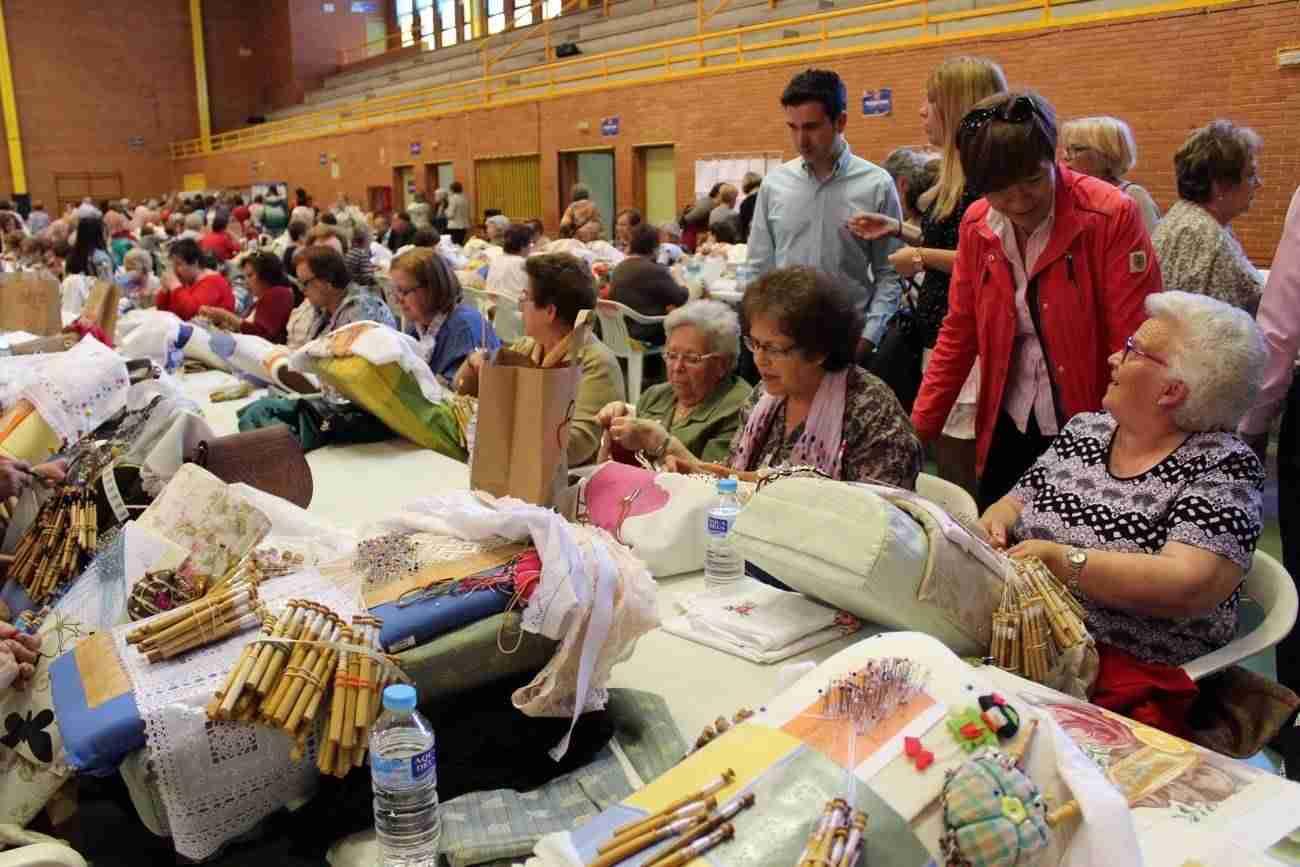 encuentro encajeras 2017 alcazar 2 - Más de 400 personas se congregaron en Alcázar en el XVIII Encuentro de Encajeras