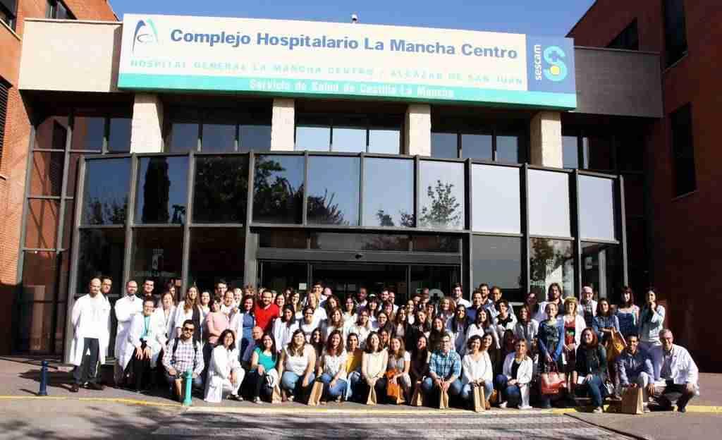 foto residentes 1 - El Hospital Mancha Centro da la bienvenida a 21 nuevos residentes y despide en un emotivo acto a los 14 que han finalizado su formación
