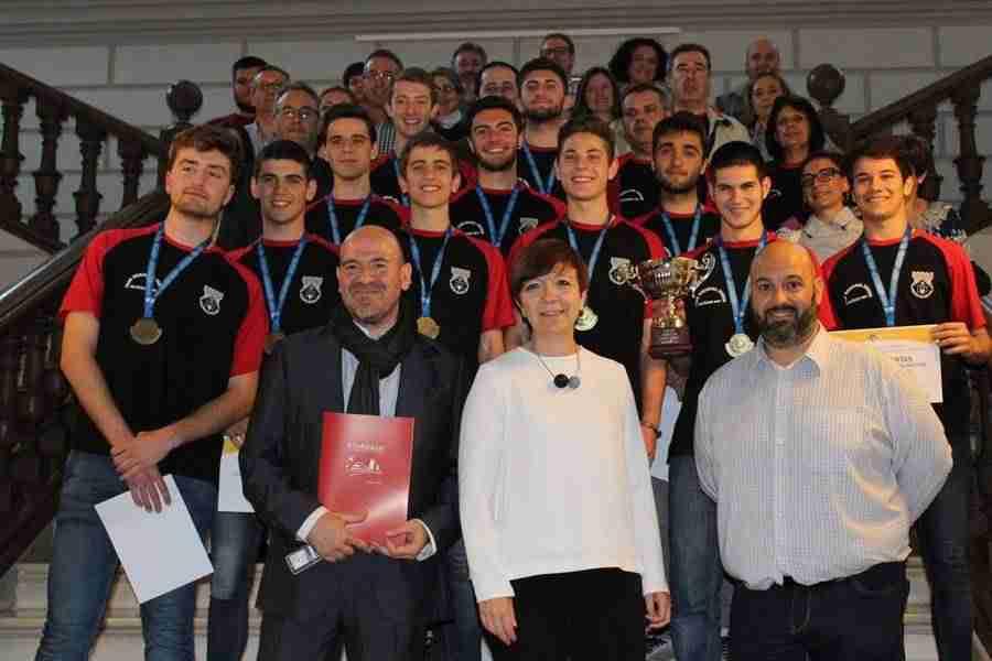 grupo76 junior 2 - El Grupo76 Junior recibido en el Ayuntamiento tras conseguir el título de campeón de Castilla La Mancha