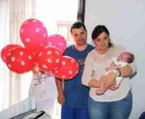 lanzamiento de besos 2 300x246 - El Hospital Mancha Centro se suma a la campaña de 'lanzamiento de besos'
