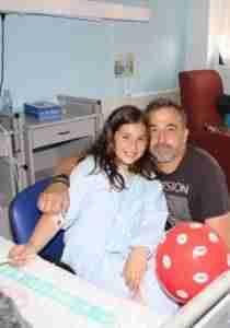 lanzamiento de besos 3 210x300 - El Hospital Mancha Centro se suma a la campaña de 'lanzamiento de besos'