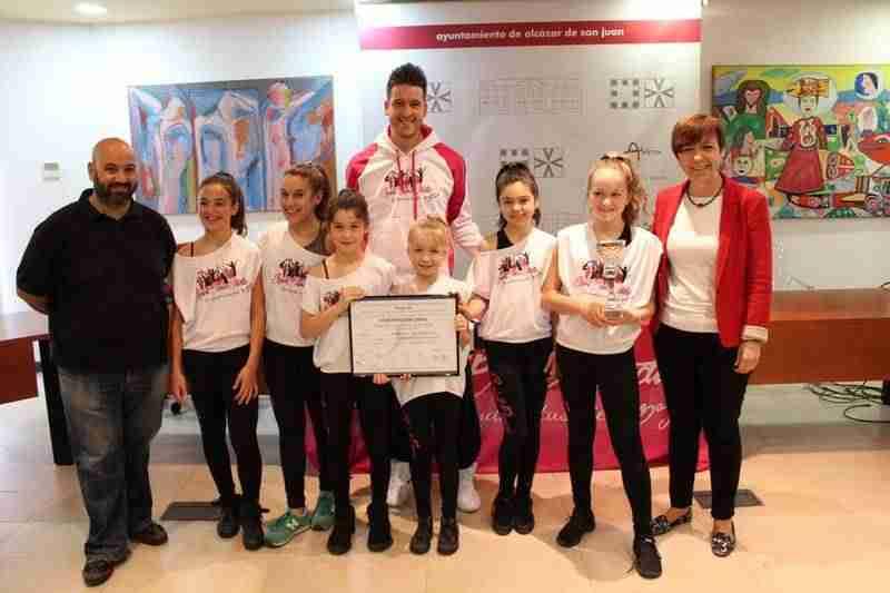 recepcion spirit dance - Dance Studio ganadoras del Concurso Nacional de Danza Anaprode, recibidos en el Ayuntamiento