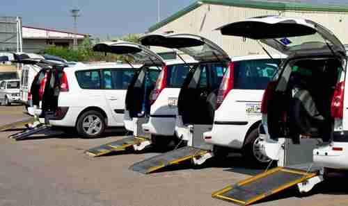 taxis adaptados - La Diputación favorece el acceso de personas con movilidad reducida al transporte público