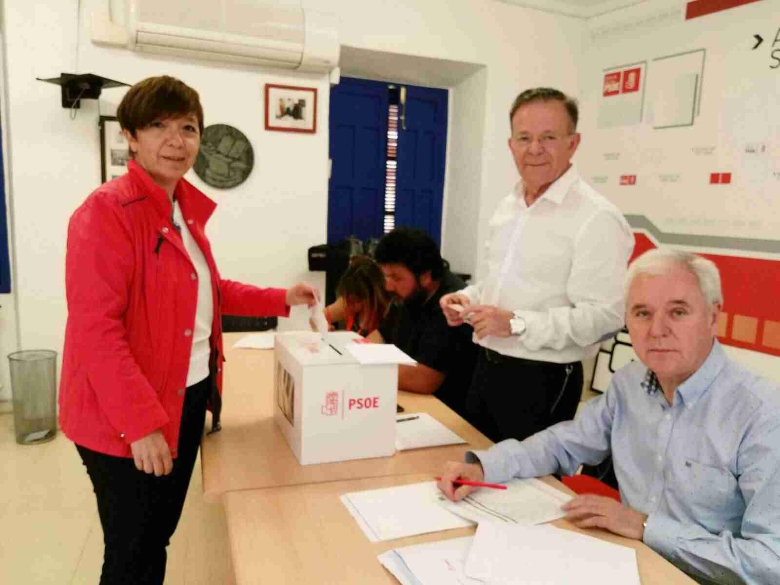 votacion primarias psoe alcazar 2 - PSOE de Alcázar participa activamente en las Primarias del partido