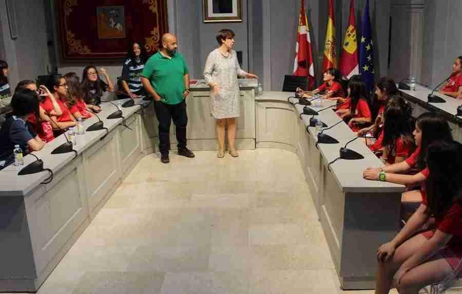 Recepción en el Ayuntamiento de las campeonas del Alcázar Fútbol Sala 3