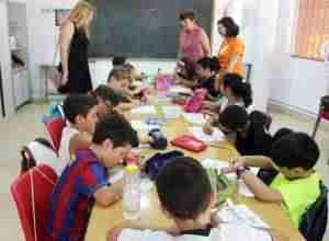 Más de un centenar de niños y niñas disfrutan de sus días de verano en el 'Tiempo Guay'