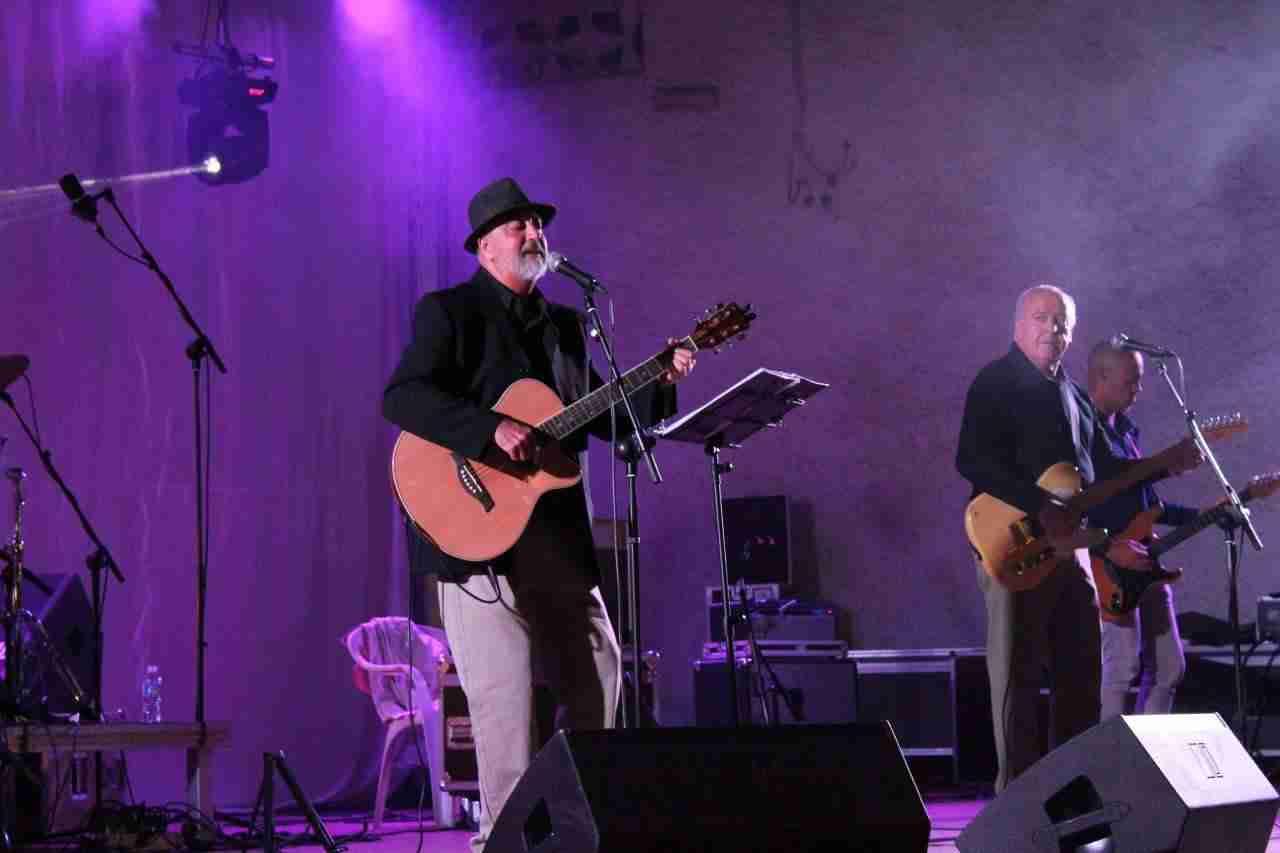 El concierto de 39 los espaciales 39 inaugur las actividades for Piscina alcazar de san juan