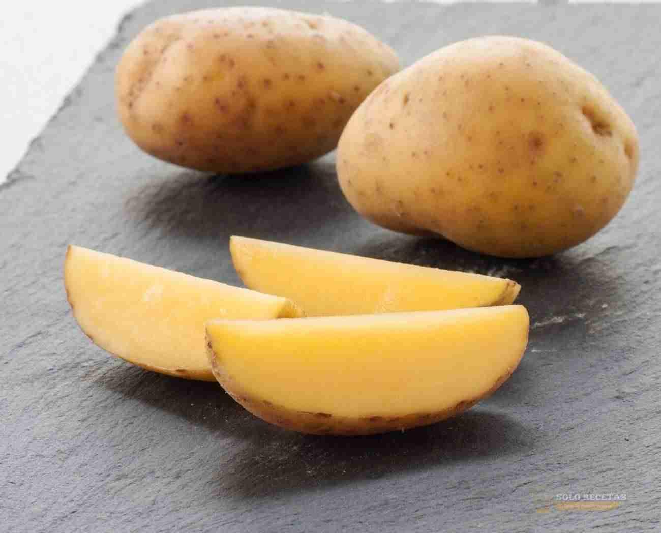 Cortar patatas en gajos
