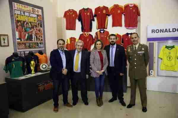 09_museo_deporte  - 1520625191 258 la alcaldesa inaugura la exposicion leyendas del deporte que se podra visitar en el centro cultural san marcos hasta el 22 de abril -
