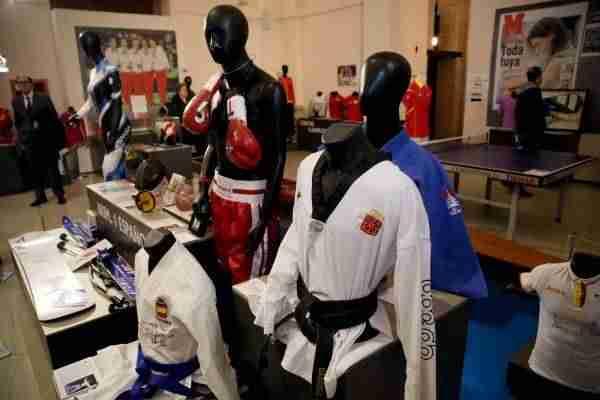 01_museo_deporte  - 1520625191 941 la alcaldesa inaugura la exposicion leyendas del deporte que se podra visitar en el centro cultural san marcos hasta el 22 de abril -