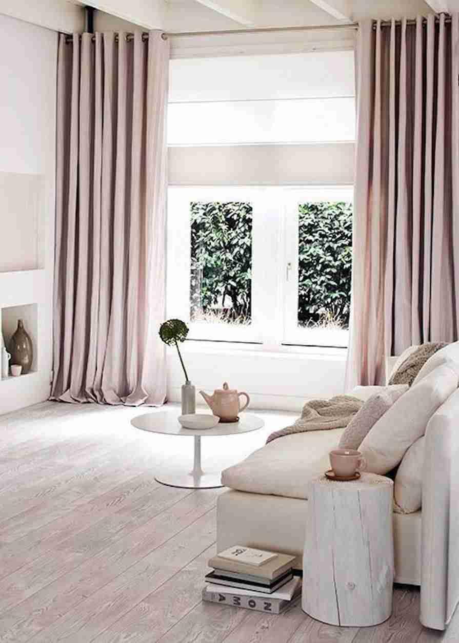 cortinas en el salón en rosa cuarzo