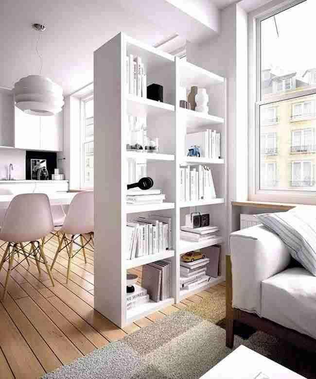 Los muebles que dejan ver en librerías blancas
