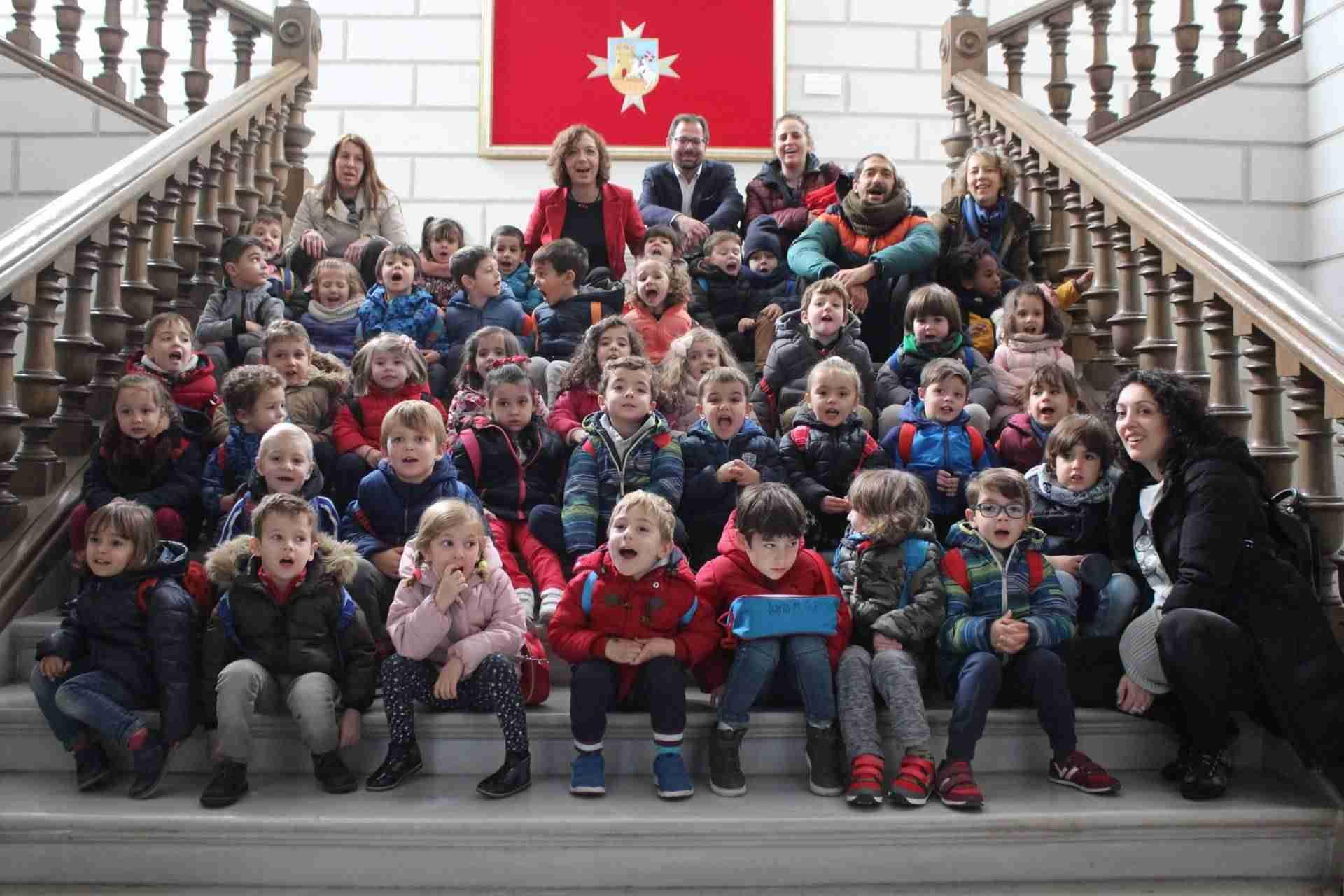 Los pequeños del ciclo de infantil del colegio Santa Clara visitaron el Ayuntamiento de Alcázar 1