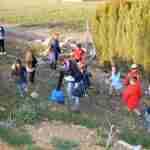 Los niños y niñas de la Pequeteca y de la Ludoteca plantan cerca de un centenar de encinas 5