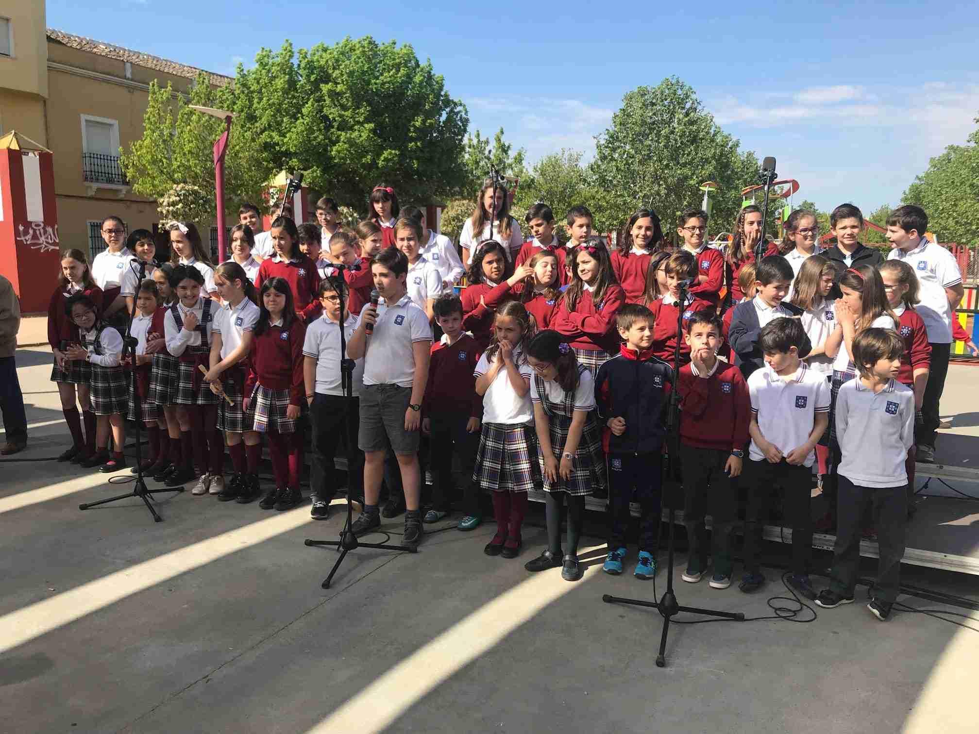 El auditorio del Parque Cervantes acogió la cuarta edición de los Mayos Infantiles 1