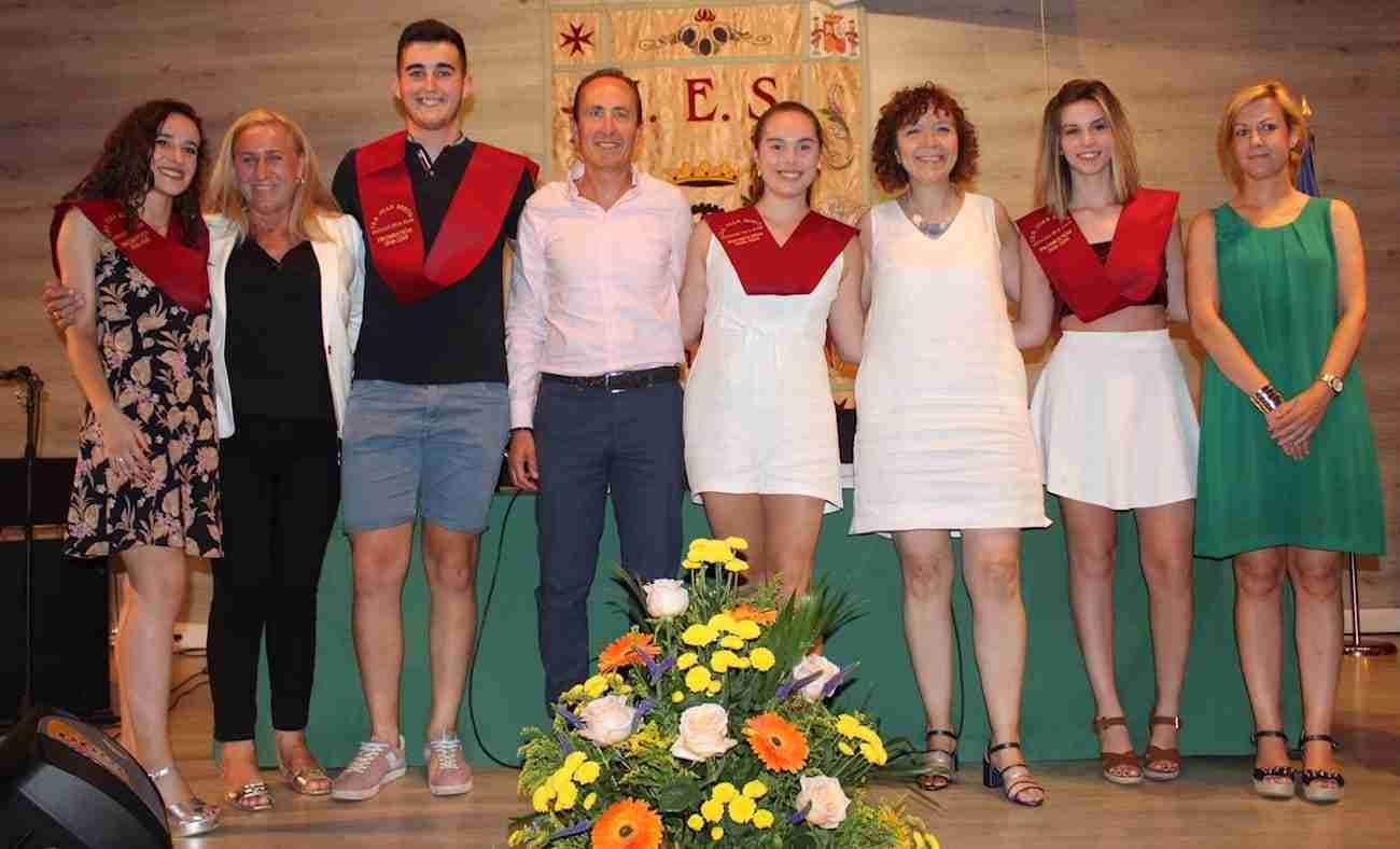 El IES Juan Bosco de Alcázar despide el curso con la imposición de becas a los graduados 1