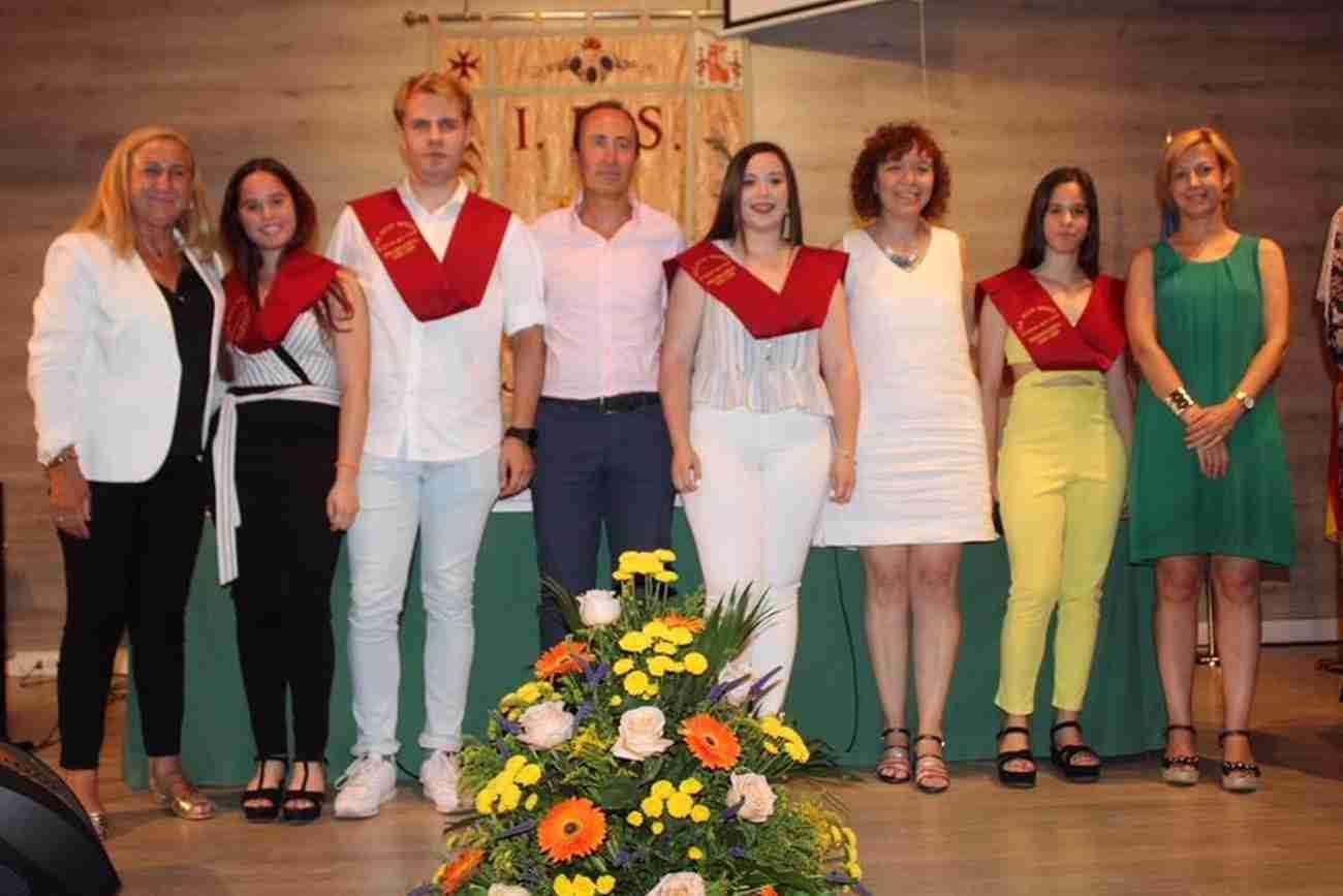 El IES Juan Bosco de Alcázar despide el curso con la imposición de becas a los graduados 11