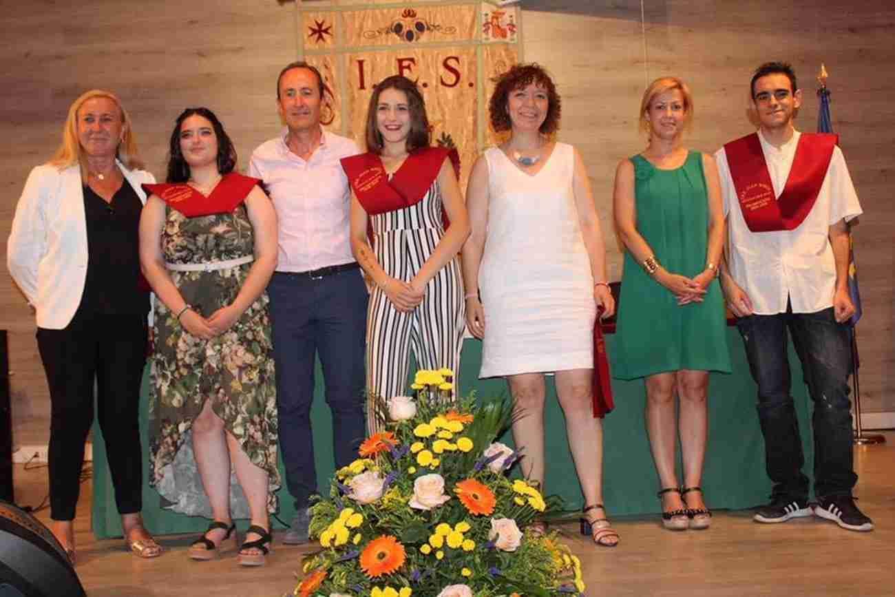 El IES Juan Bosco de Alcázar despide el curso con la imposición de becas a los graduados 12