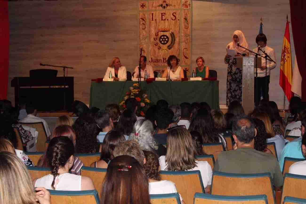El IES Juan Bosco de Alcázar despide el curso con la imposición de becas a los graduados 5