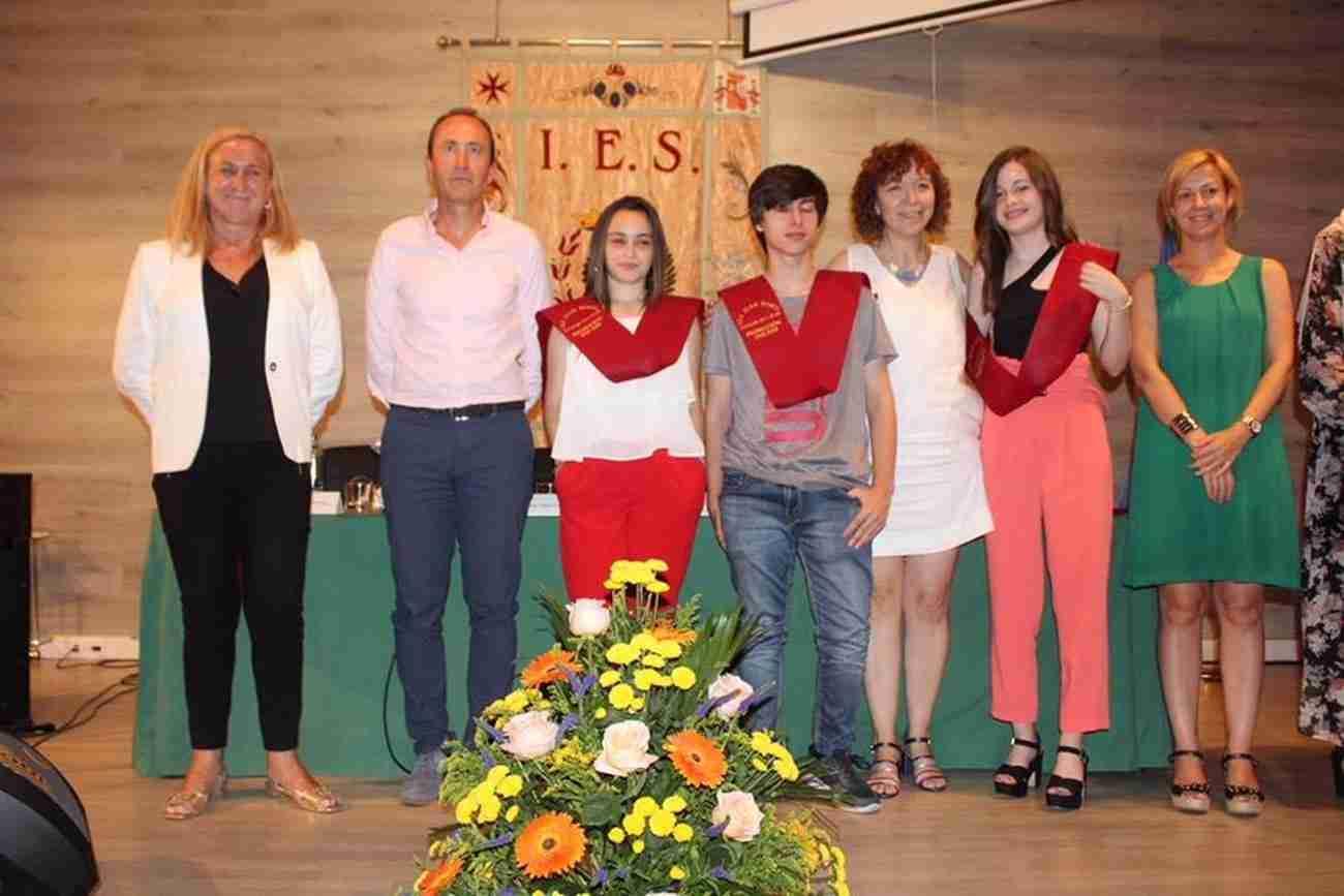 El IES Juan Bosco de Alcázar despide el curso con la imposición de becas a los graduados 8