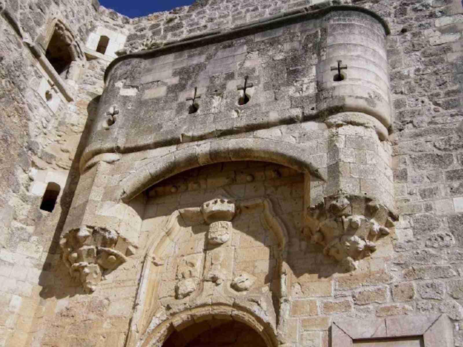 Portada del castillo de estilo gótico isabelino