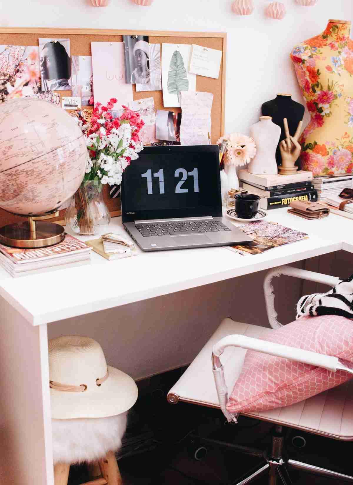Una zona de trabajo en casa con poco espacio y mucho atractivo 8