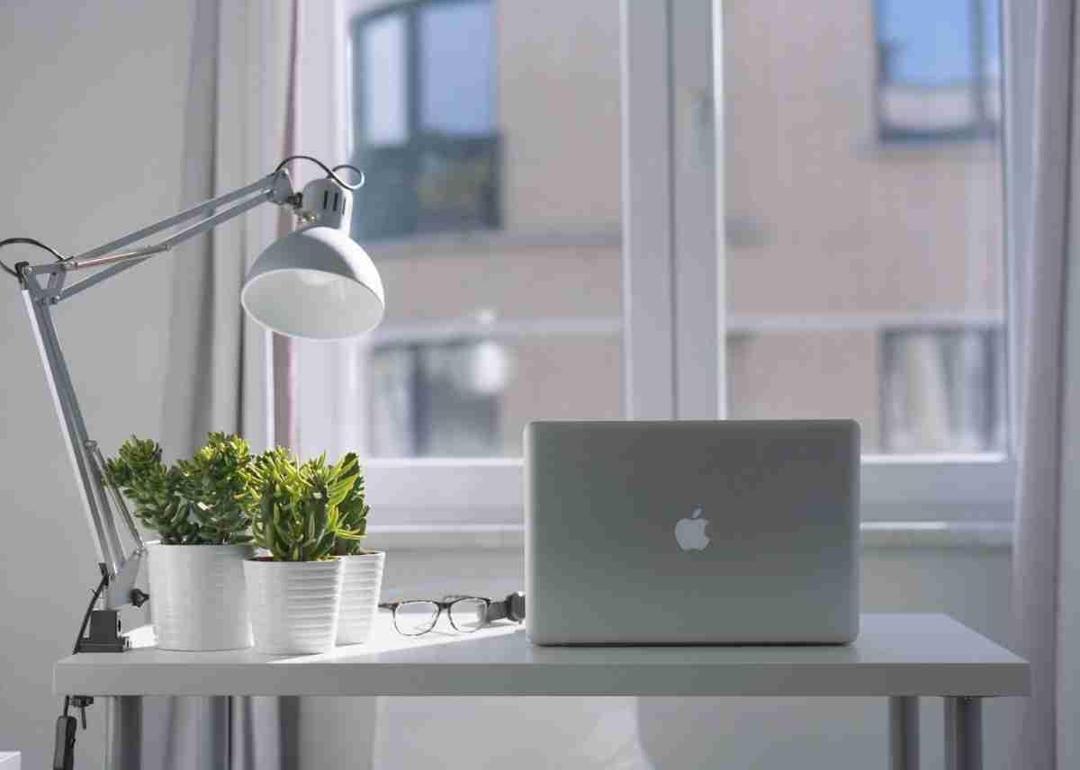 Una zona de trabajo en casa con poco espacio y mucho atractivo 7