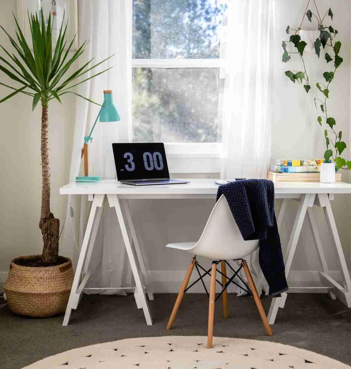 Una zona de trabajo en casa con poco espacio y mucho atractivo 5