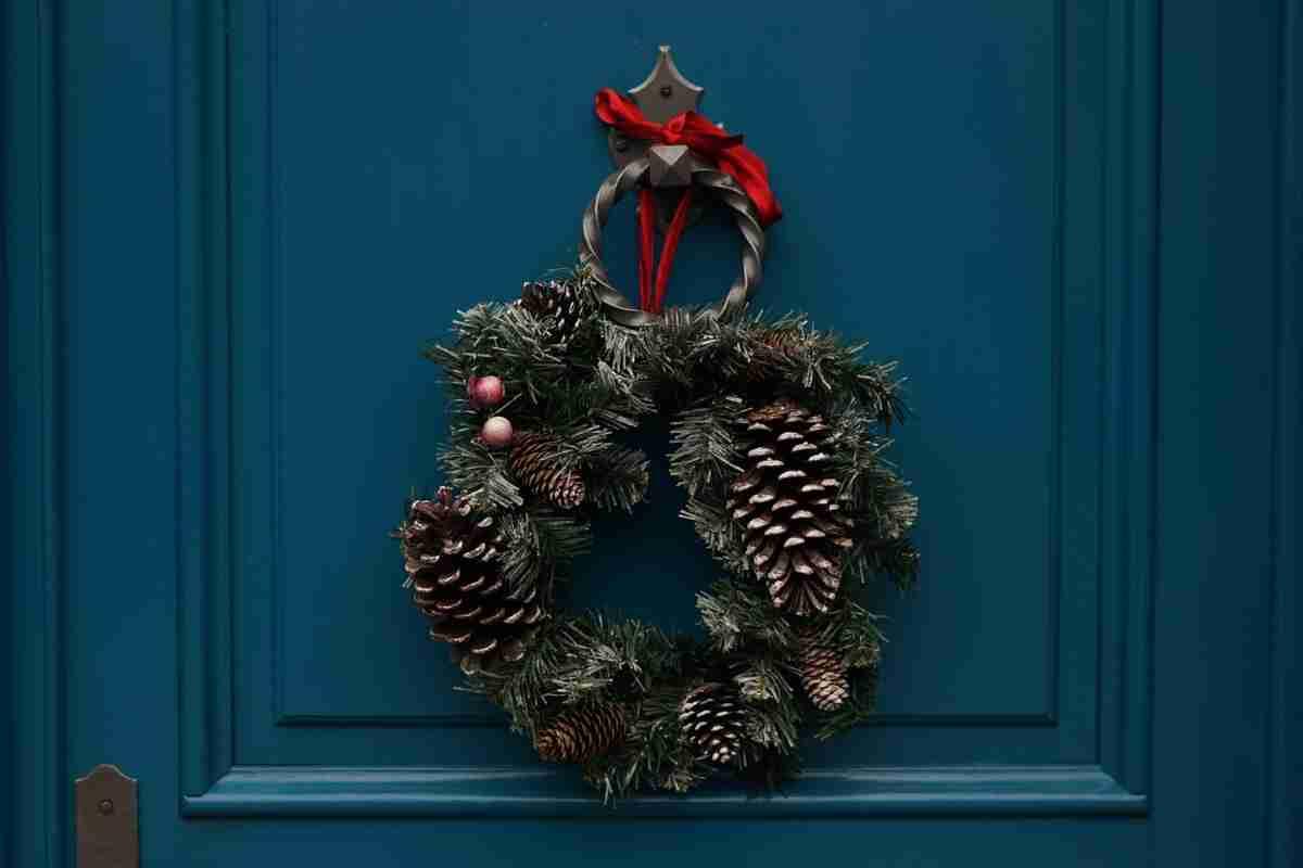decoración_navideña_con_piñas