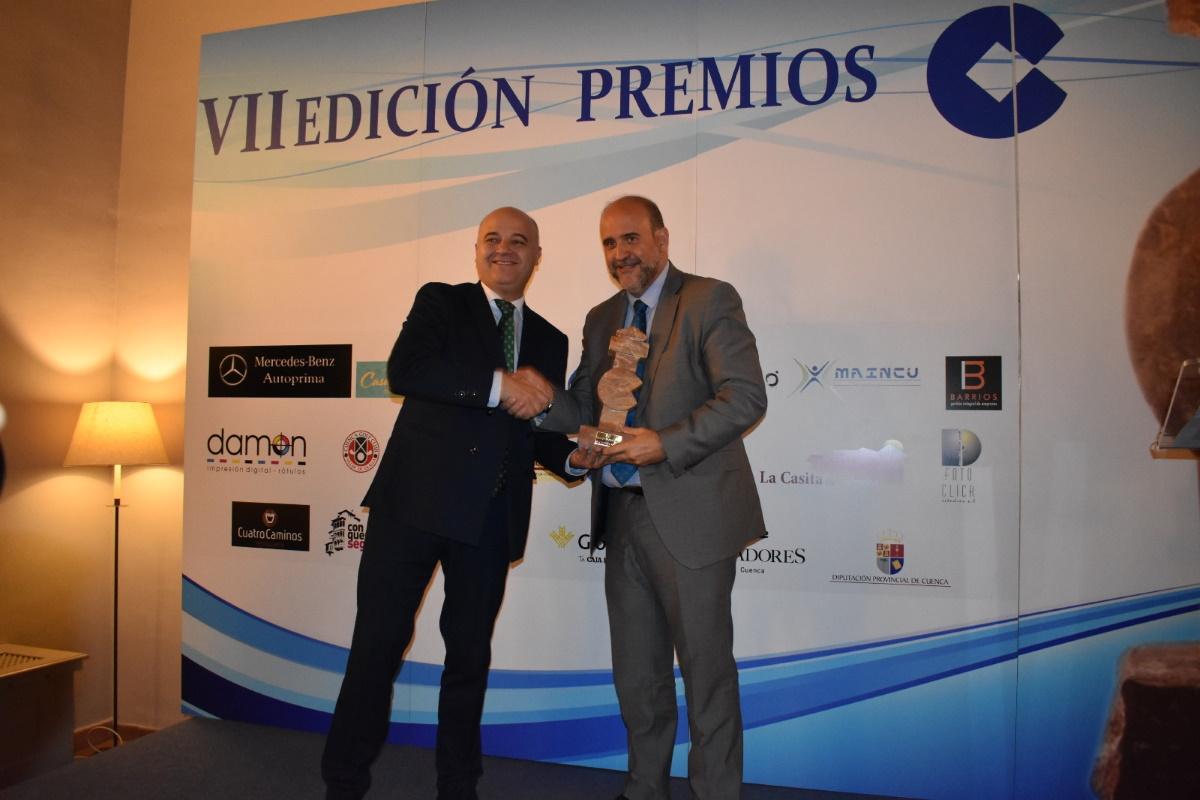 cope cuenca entrega premio a vicepresidente regional
