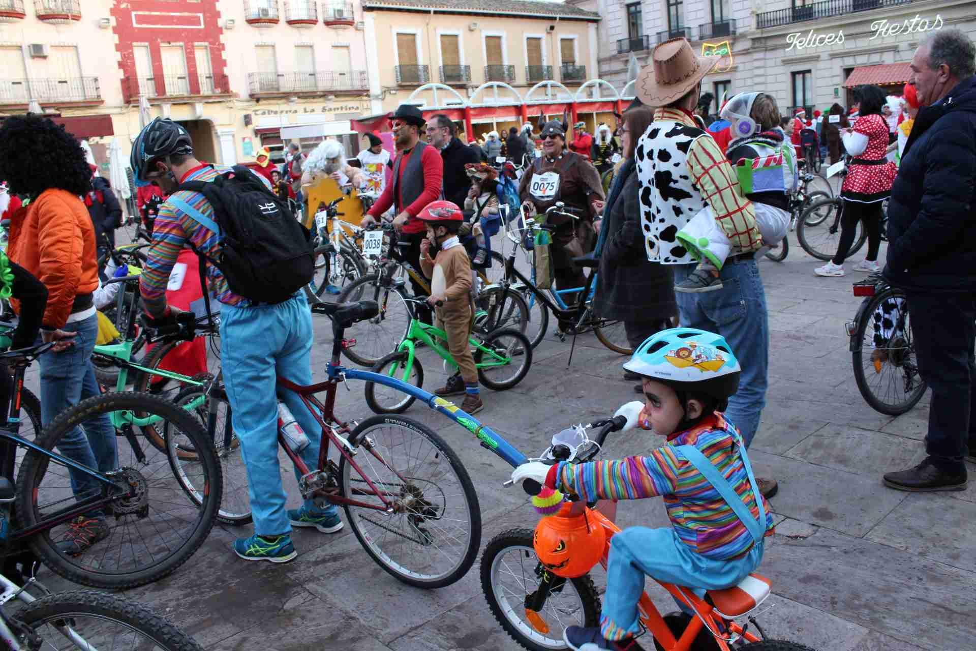 Mucha participación en la Ciclalgata del Carnavalcázar 1
