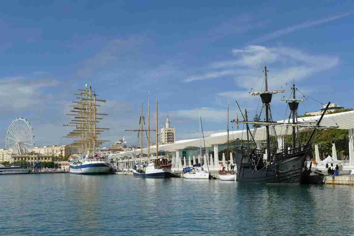 puerto de la ciudad de malaga