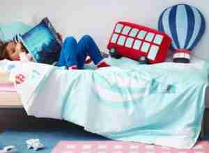 dormitorio infantil con textiles de ikea