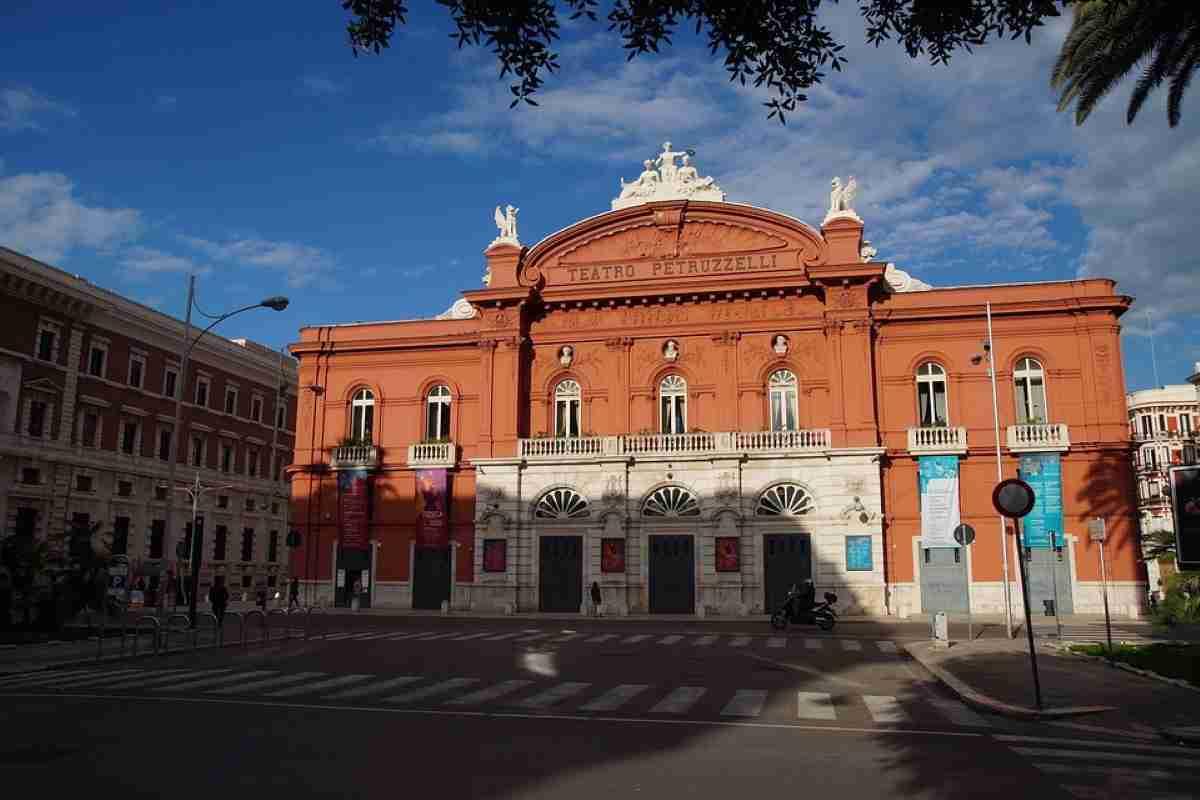 teatro petruzelli en bari italia