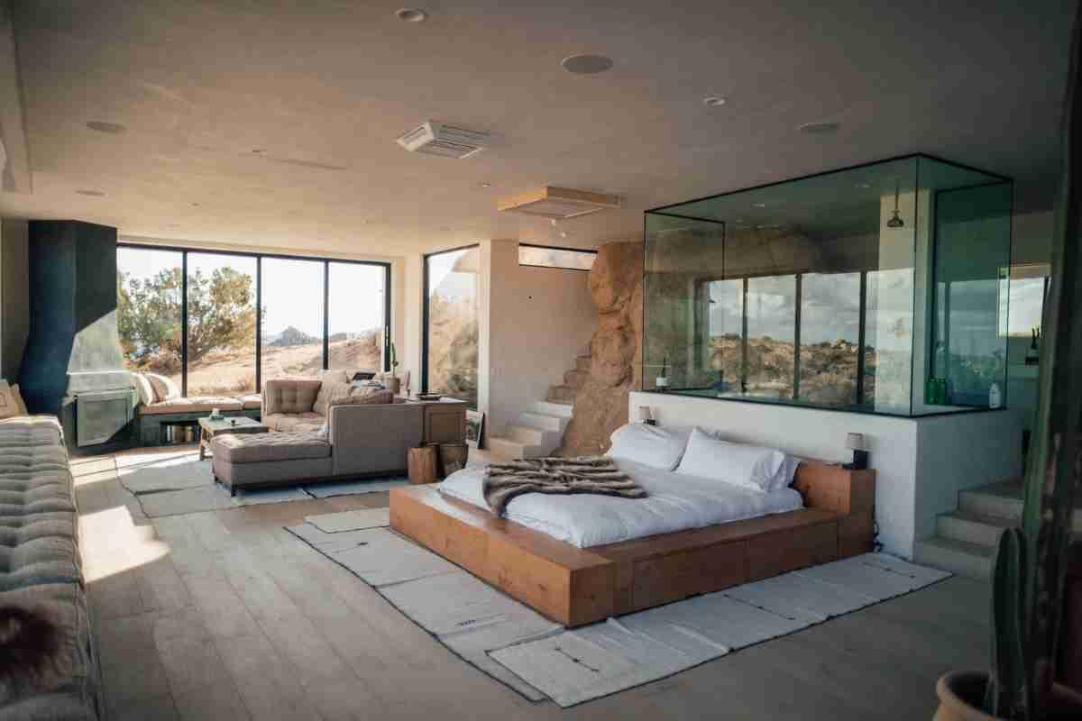 moderno dormitorio con suelos laminados