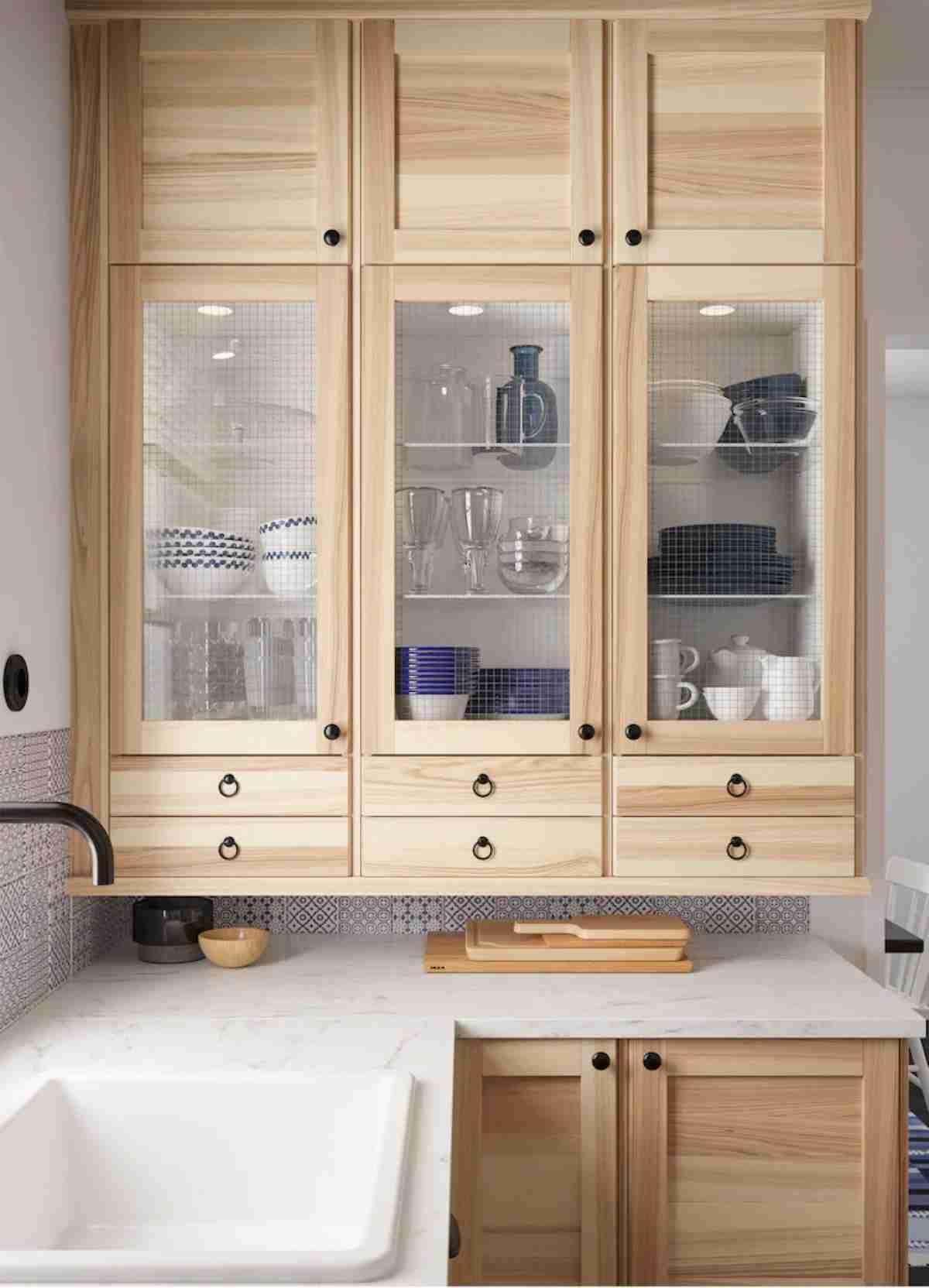 cocina de ikea con detalles de madera