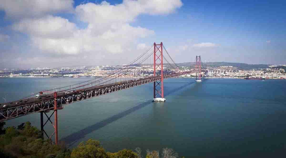 puente sobre el rio tajo