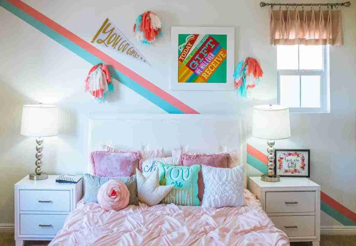 decorar un dormitorio femenino colorido