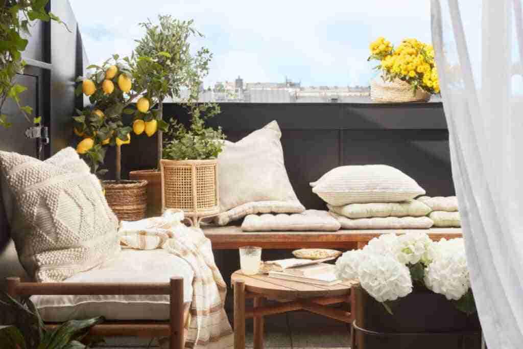 decorar un balcon acogedor
