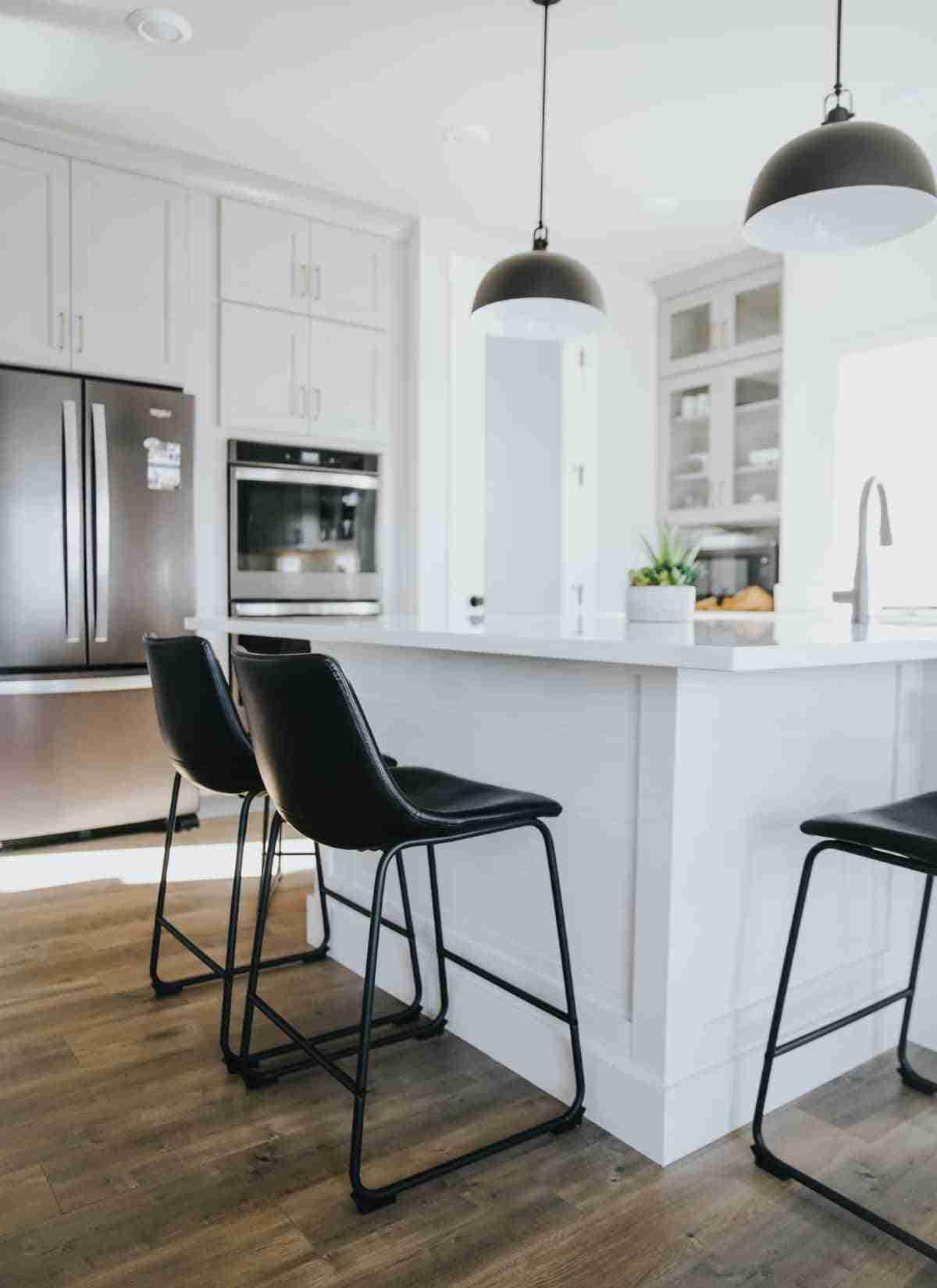 moderna cocina en blanco y negro