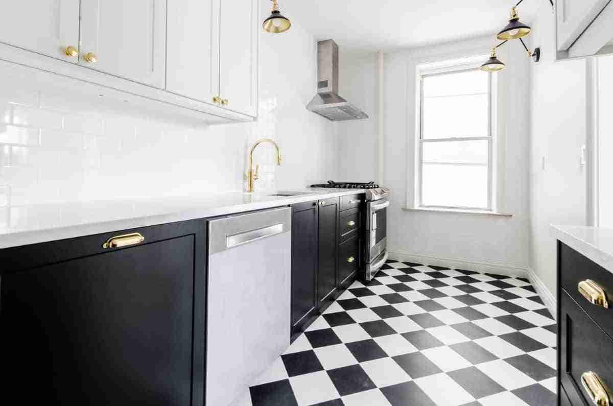 sofisticada cocina blanco y negro