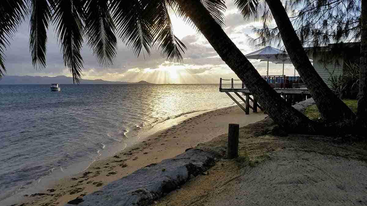 espectacular atardecer en fiyi