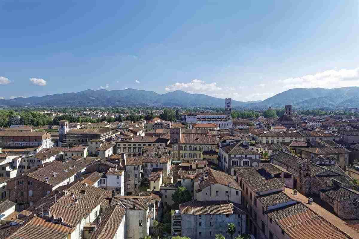ciudad de luca en toscana italia